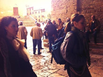 arrivo nella Loggia del Teatro dei Leggieri di San Gimignano